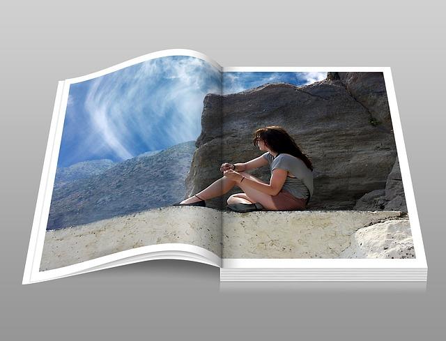 dívka v katalogu