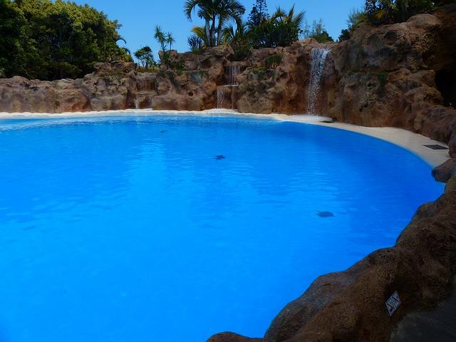 vodopády do bazénu